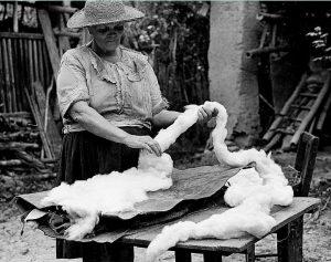 Mercedes Silva prepara el copo. Fotografía: Carlos Eslava, 1989