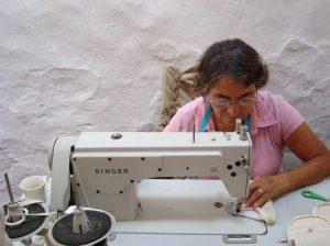 Modernas fileteadoras y maquinas de coser. Graciela Sanabria